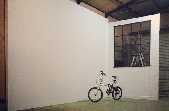 なし崩し的にスタジオ化しました。ホワイトバック+窓枠セット