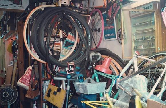 続いて自転車タンクの納品。スカイツリーの麓辺り