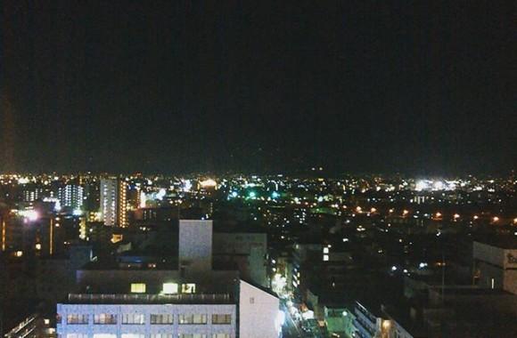 先月は一時間半の打ち合わせに愛知へ、今月は二時間の撮影のために前泊で大阪へ。ガソリン入れたら『おおきに!』って言われたよって、ちょっと観光気分ですやねんな~さてデスクワーク溜まってるしノマドワーク(笑)でもするか…