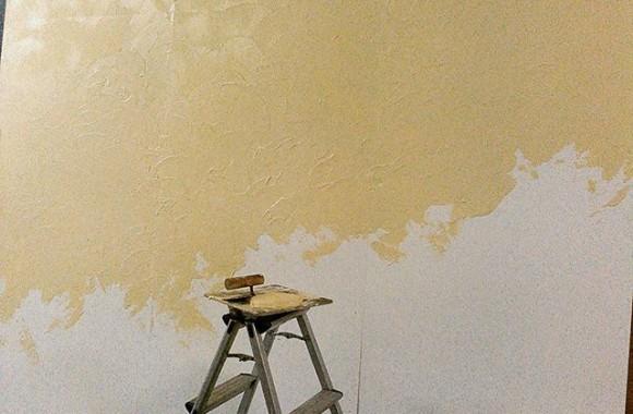 今日は左官屋。敢えてデコボコの漆喰パネルなんですが自然なコテ目を出すのが意外と難しい…まあ逆に平らに仕上げるのは無理なんですけどね~職人さんは凄い。
