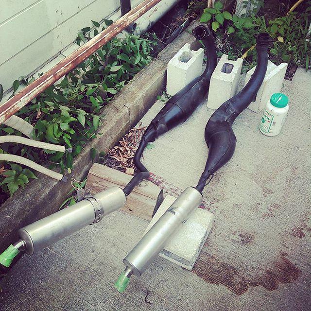水酸化カリウムでチャンバー洗浄。うまくいくかは不明。#aprilia #rs #motorbike #motogp #motorcycle #racing #italy #bikelife
