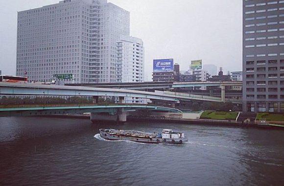 雨の隅田川