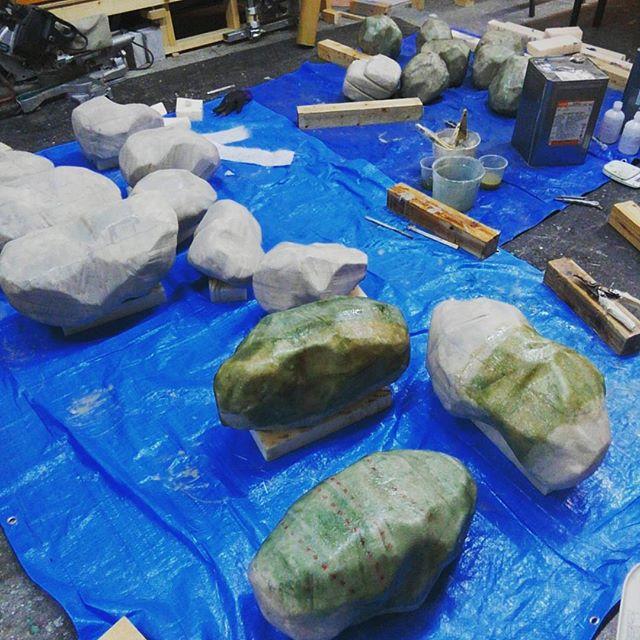 ディスプレイ用に岩石造ってます。(ちょっとだけなら)たーのしー!#frp #craft #art #stone