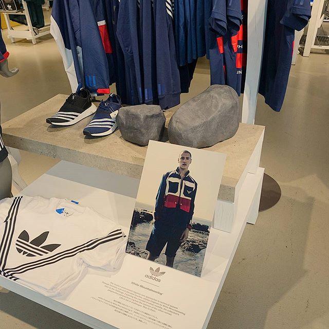 ついでに春物のスニーカーを中国人と一緒に買う田舎者です。#adidas #whitemountaineering