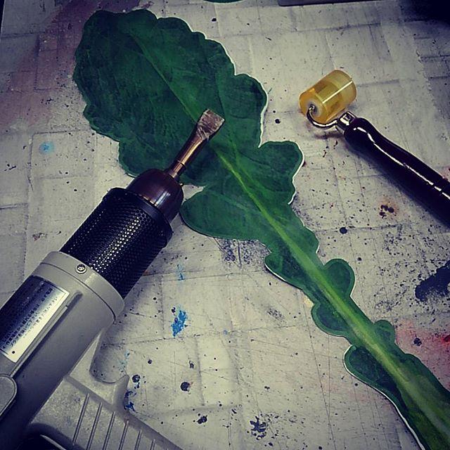 ターポリンを溶着するとか言う荒業。これ結構いろいろ応用利きそう!#artwork #craft