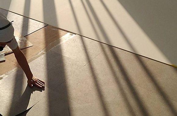 スタジオ床張り作業