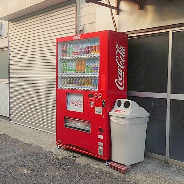 弊社にもついに自販機が...!しかもコカ・コーラ!!