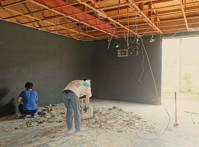 暇に任せてリフォーム週間。スタジオの天井を撤去して俯瞰と吊りモノが簡単に出来るようになります!.