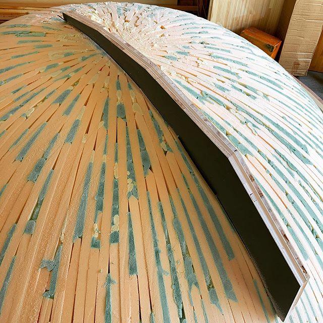 特製巨大ヤスリでひたすらに曲面出し。重さが10キロ位あるので終わる頃には逆三角形のムキムキボディーに…!