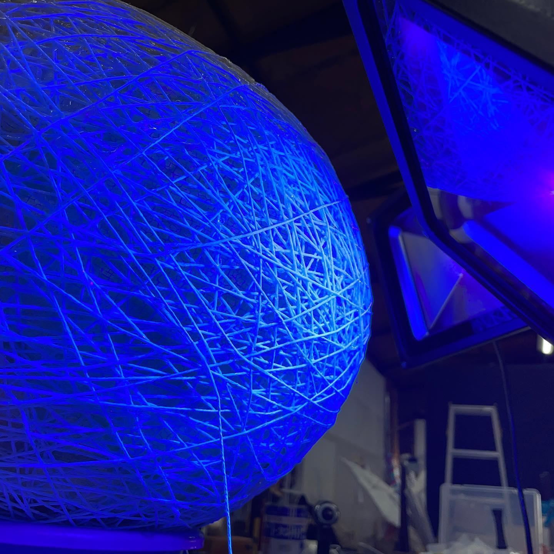 UV硬化樹脂って適当なブラックライトでも硬化するのね〜ネイル用のを2リットルくらい消費した。。.⠀#art⠀#craft⠀#artwork⠀#artoftheday⠀#artofinstagram⠀#artwork_in_studio ⠀#instaart #craftwork ⠀#craftsmanship ⠀#handmade